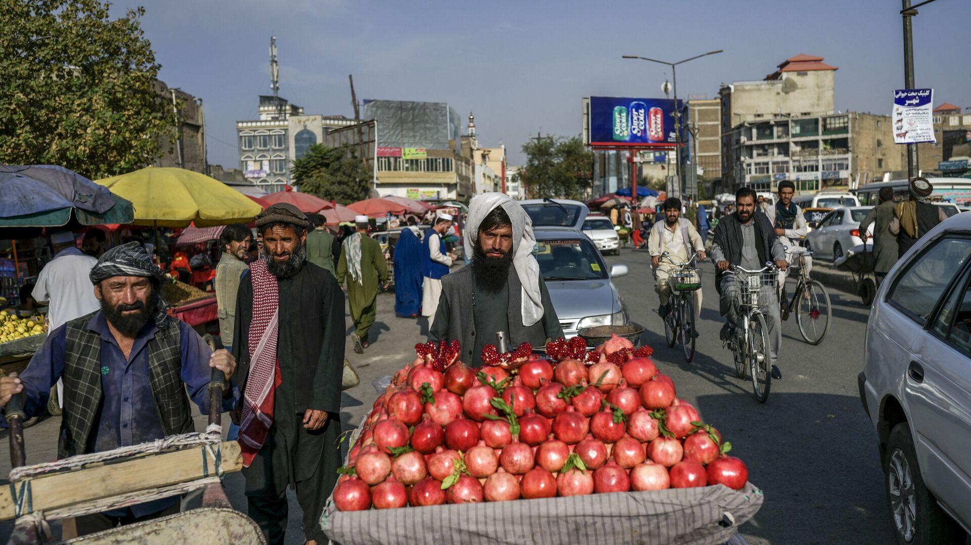 Продавец гранатов на рынке в Кабуле - Sputnik Таджикистан, 1920, 26.09.2021