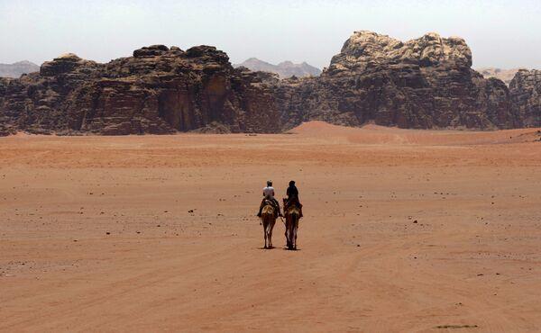 """Марсианские ландшафты - реальное место на земле. """"Марсианина"""" снимали в иорданской пустыне Вади-Рам, которую также называют Лунная долина. - Sputnik Таджикистан"""