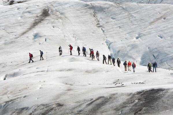 """Путешествие героев по космическому ландшафту в """"Интерстелларе"""" снималось на крупнейшем в Европе леднике Ватнайёкюдл на острове Исландия. - Sputnik Таджикистан"""