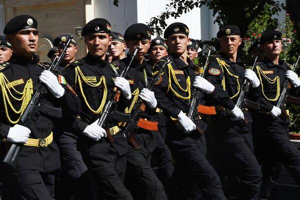 В параде поучаствовали и самые юные защитники рубежей - кадеты МВД. - Sputnik Таджикистан