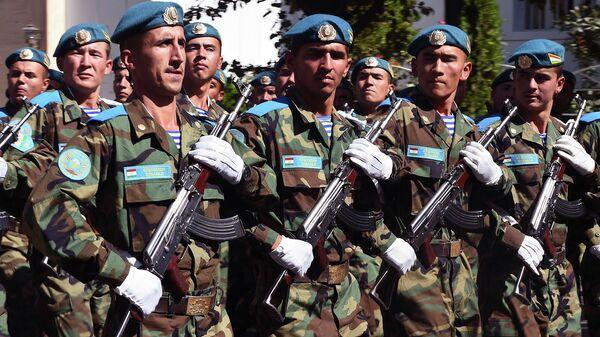 Вооруженные силы Таджикистана на военном параде в Дарвозском районе - Sputnik Тоҷикистон