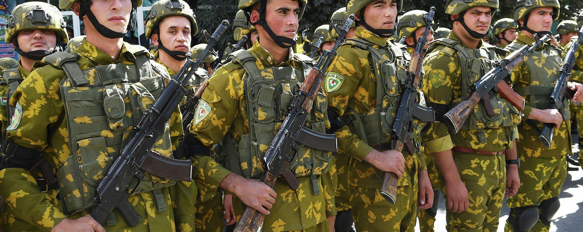 Вооруженные силы Таджикистана на военном параде в Дарвозском районе - Sputnik Таджикистан, 1920, 27.09.2021