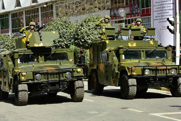 Также в марше задействовали 50 единиц военной техники. - Sputnik Таджикистан