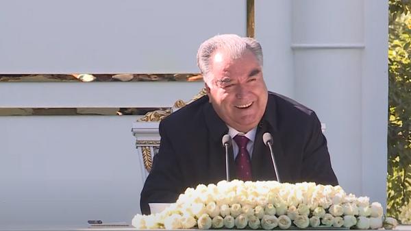 Президент Таджикистана Эмомали Рахмон на встрече с местными жителями в Дарвозе  - Sputnik Таджикистан