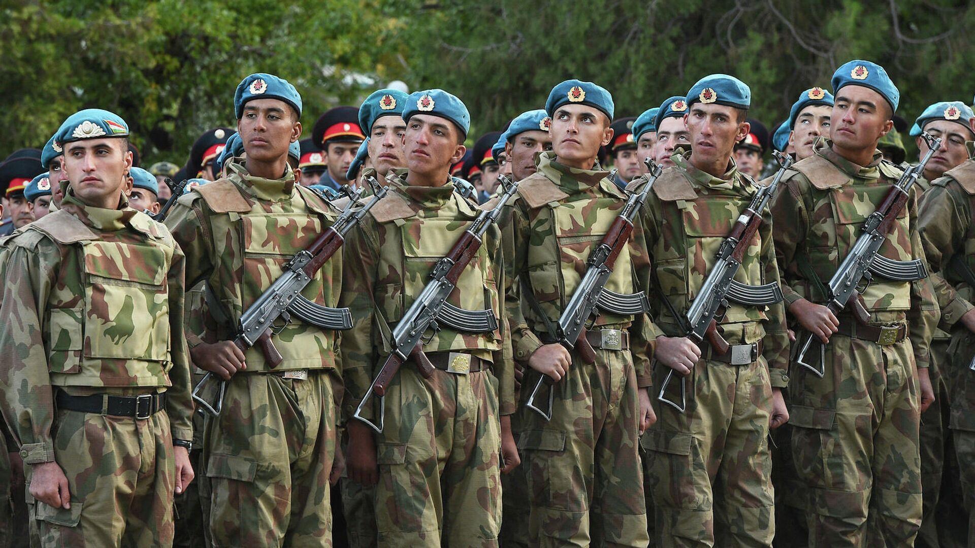 Таджикские военные на параде  - Sputnik Тоҷикистон, 1920, 30.09.2021
