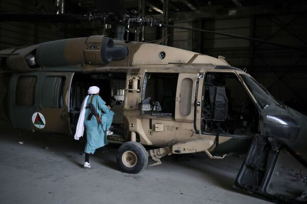 Многие международные эксперты и американские военные назвали сдачу базы провалом. - Sputnik Таджикистан
