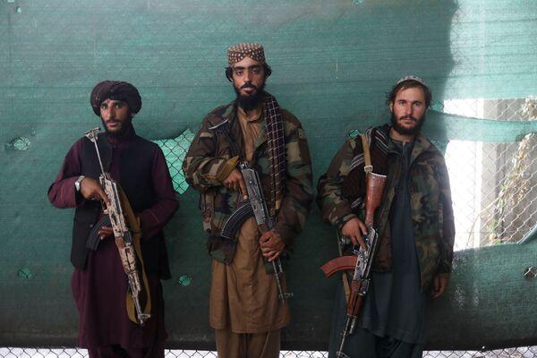 """Талибан""* взял под контроль авиабазу ""Баграм"" 15 сентября, после чего получил власть в Кабуле. - Sputnik Таджикистан"