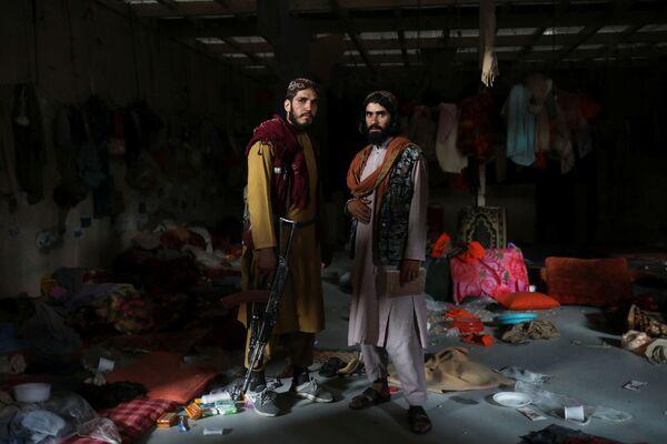 """Смогут ли талибы восстановить функционал объекта или же найдут другую страну, которая займется разгромленной базой - неизвестно. Возможно, авиабаза """"Баграм"""" так и останется """"призраком"""", хранящим память о событиях сентября 2021-го. - Sputnik Таджикистан"""