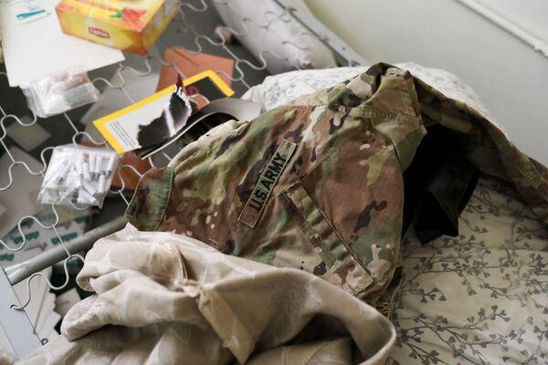 Эвакуация солдат США была такой спешной, что они оставляли даже форму. - Sputnik Таджикистан