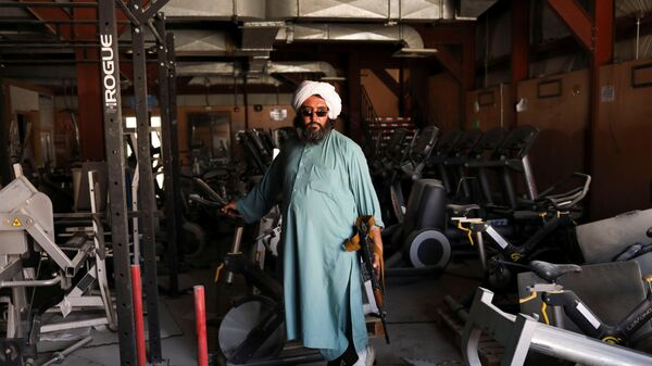 Боевики Талибана* на бывшей американской авиабазе Баграм в Парване, Афганистан - Sputnik Таджикистан