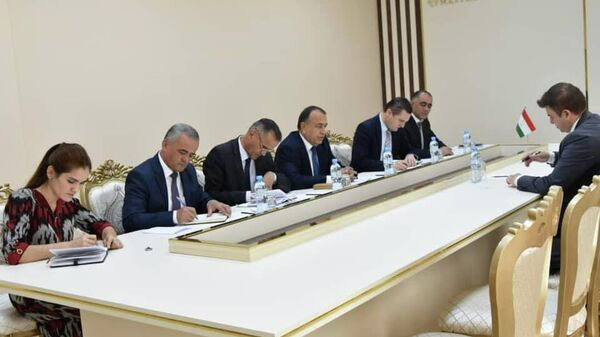 Минтруд Таджикистана провели встречу с представителем Всемирного банка - Sputnik Тоҷикистон