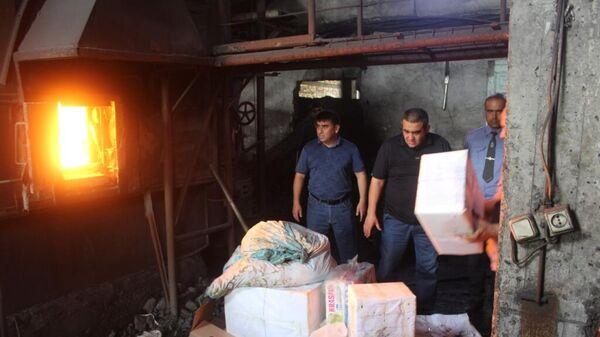 Сотрудники милиции Согдийской области при участии специальной комиссии МВД провели операцию по уничтожению наркотиков - Sputnik Таджикистан