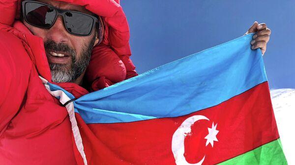 Азербайджанский вело-путешественник Рамиль Зиядов покорил Пик Ленина - Sputnik Таджикистан