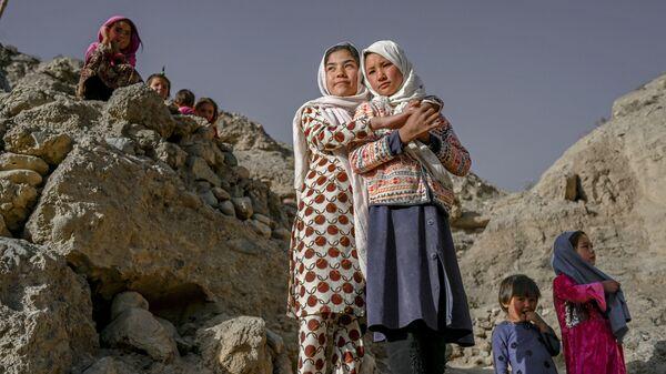 Хазарейцы у пещерных домов в афганском Бамиане  - Sputnik Таджикистан