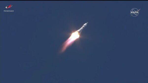 Ракета «Союз-2.1а» с кораблём «Союз МС-19» с первым в мире киноэкипажем  успешно стартовала с космодрома Байконур - Sputnik Тоҷикистон