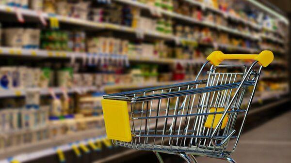 Тележка для продуктов в супермаркете - Sputnik Тоҷикистон