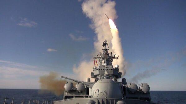 Ракетные стрельбы кораблей Тихоокеанского флота в Японском море - Sputnik Таджикистан