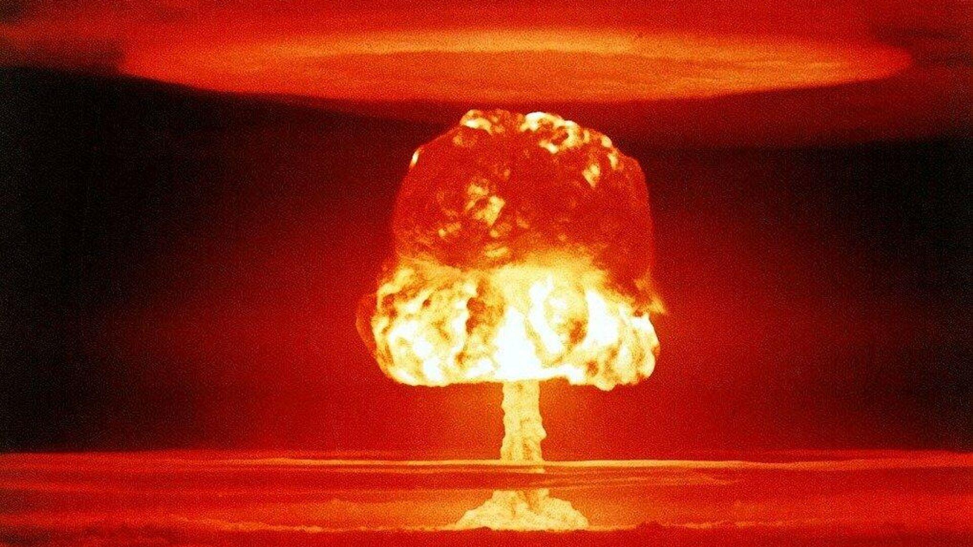 Ядерный взрыв, архивное фото - Sputnik Таджикистан, 1920, 12.10.2021