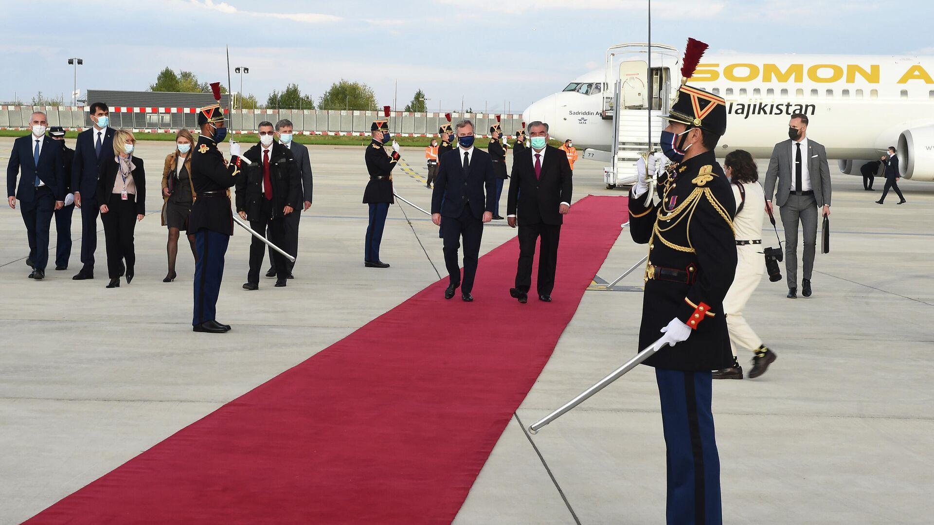 Эмомали Рахмон прибыл в Париж - Sputnik Таджикистан, 1920, 13.10.2021