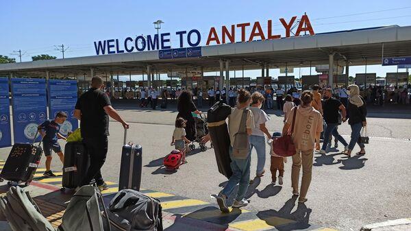 Туристы в аэропорту Антальи - Sputnik Таджикистан