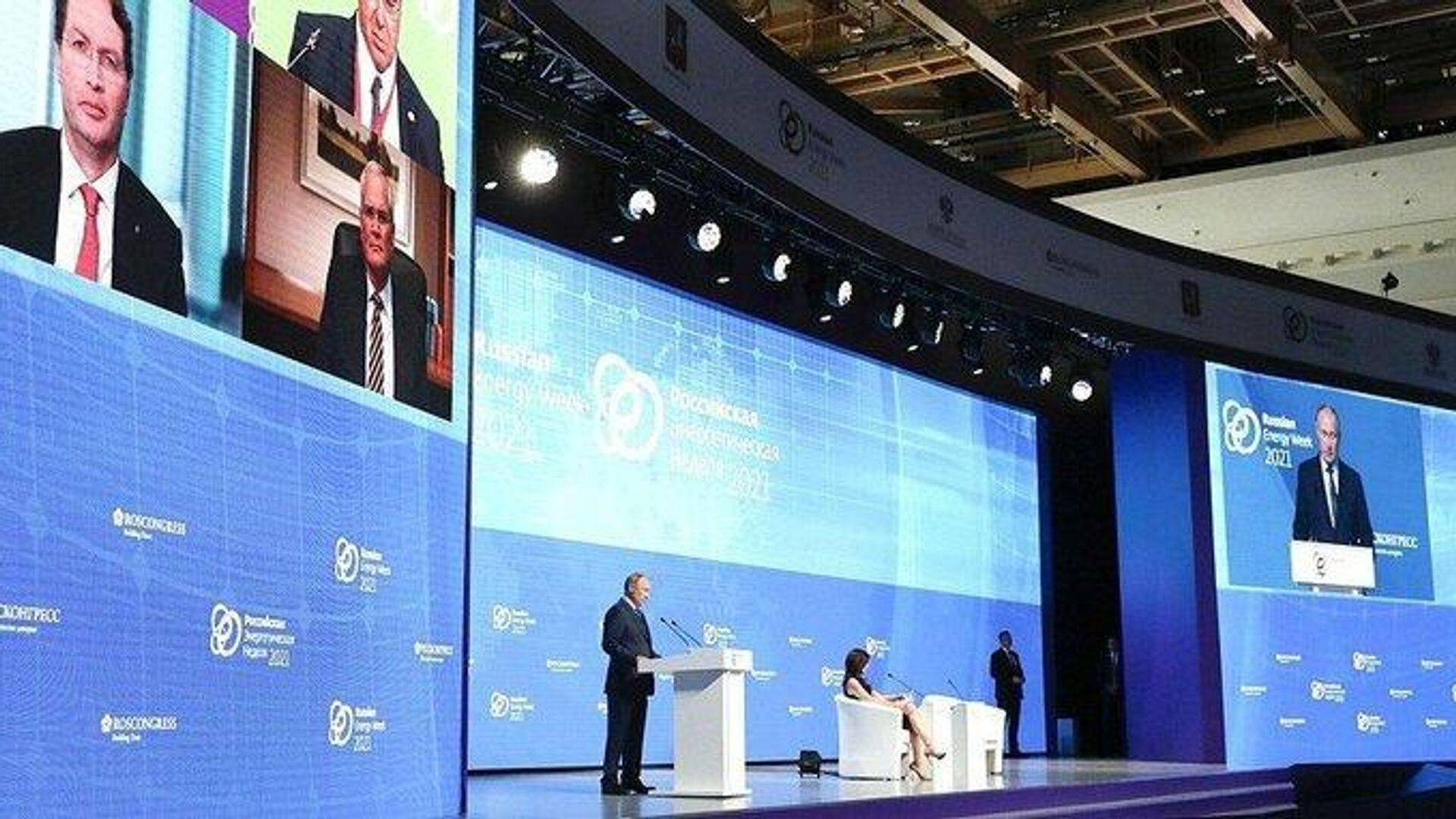 Президент РФ В. Путин принял участие в пленарном заседании форума Российская энергетическая неделя - Sputnik Таджикистан, 1920, 13.10.2021