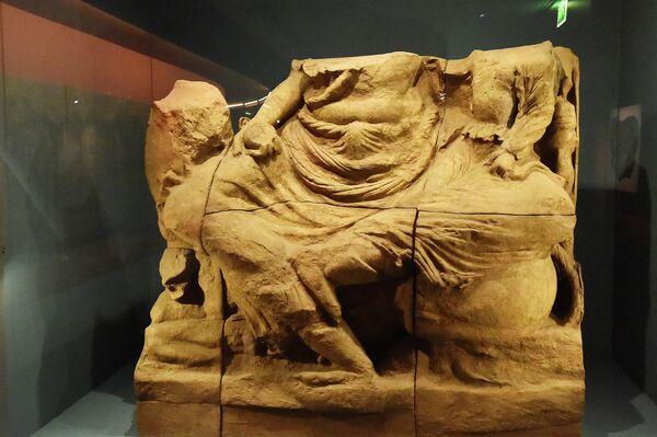 По словам Макрона, эта выставка - результат многолетнего труда таджикских и французских археологов и директоров музеев. - Sputnik Таджикистан