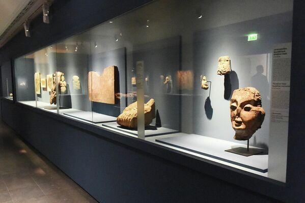 """На выставку """"Таджикистан - страна золотых рек"""" отправили более 200 различных экспонатов сразу из двух таджикских музеев.  - Sputnik Таджикистан"""