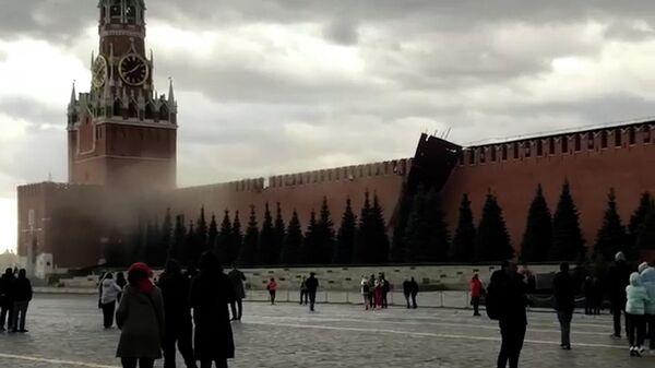 Ураган в Москве: повалены деревья и строительные леса  - Sputnik Таджикистан