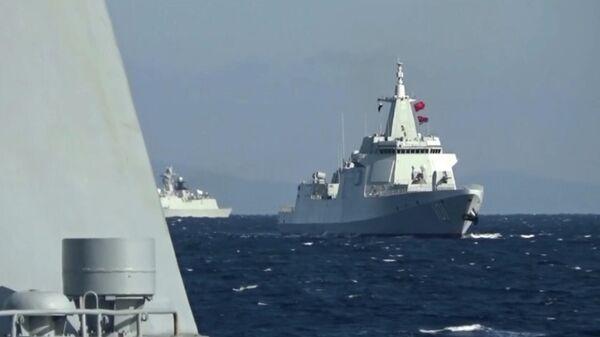 Cовместное патрулирование боевых кораблей России и Китая в Тихом океане - Sputnik Таджикистан