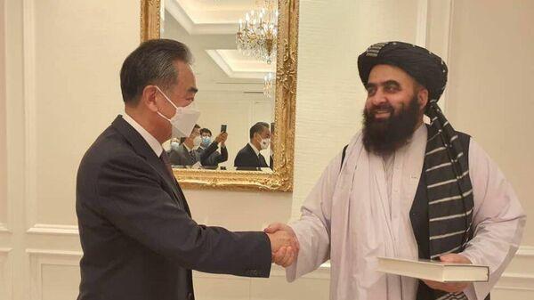 Министр иностранных дел Афганистана встретился в Дохе с министром иностранных дел Китая Ван И - Sputnik Таджикистан