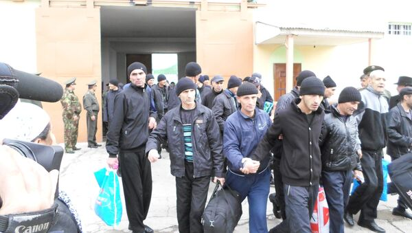 Амнистированные заключенные Вахдатской колонии. Архивное фото - Sputnik Таджикистан
