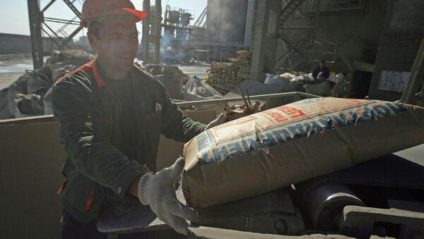 Производство цемента. Архивное фото - Sputnik Таджикистан