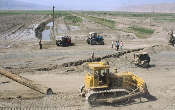 Строительство в степи. Архивное фото - Sputnik Таджикистан