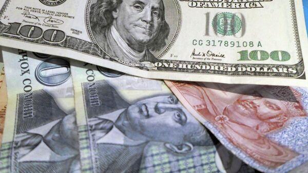 Доллары США и таджикские сомони, архивное фото - Sputnik Таджикистан