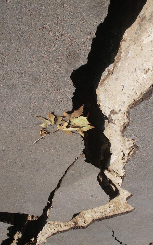 Последствия землетрясения в Кайраккуме - Sputnik Таджикистан
