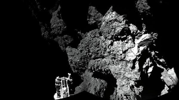 Фотография кометы Чурюмова-Герасименко, сделанная космическим аппаратом Розетта (Rosetta). 12 ноября 2014 - Sputnik Тоҷикистон