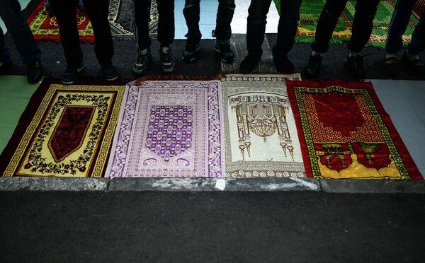 Молитва в мечети. Архивное фото - Sputnik Таджикистан