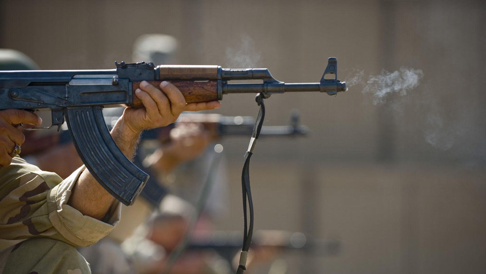 Стрельба из АК-47 - Sputnik Таджикистан, 1920, 24.07.2021