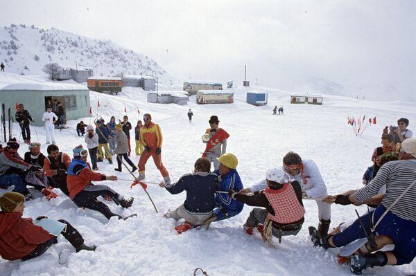 Снежный праздник-карнавал на плато Сафедорак - Sputnik Таджикистан