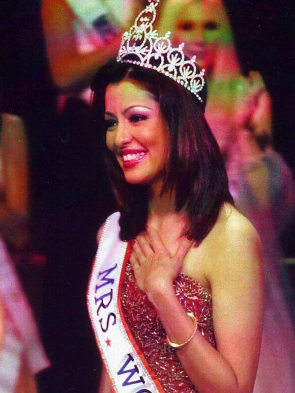 Миссис мира - 2001. Адити Говитрикар (Индия). Фото с официального сайта Mrs. World - Sputnik Таджикистан