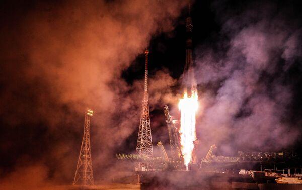 Старт ракеты-носителя Союз-ФГ на космодроме Байконур - Sputnik Таджикистан