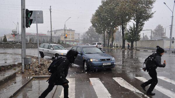 Снегопад в Душанбе 27 ноября - Sputnik Тоҷикистон