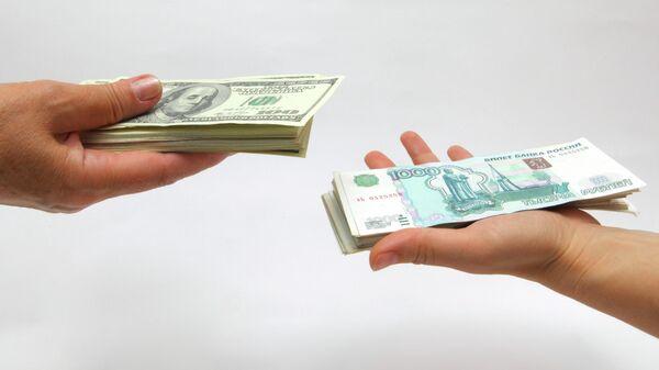Рублевые и долларовые купюры - Sputnik Таджикистан