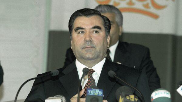 Президент Таджикистана Эмомали Рахмонов принимает присягу. Архивное фото - Sputnik Тоҷикистон