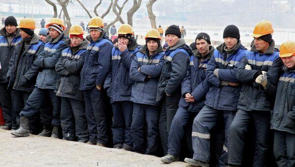 Трудовые мигранты работающие на стройках. Архивное фото - Sputnik Таджикистан