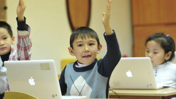 Обучение детей мигрантов в Москве. Архивное фото - Sputnik Таджикистан
