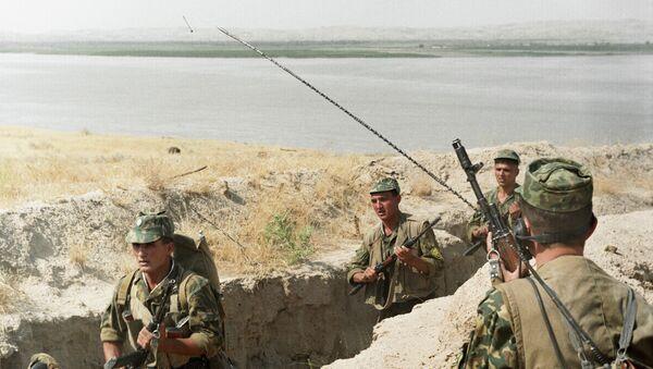 Пограничники Таджикистана, архивное фото - Sputnik Тоҷикистон