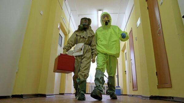 Отработка действий на случай поступления больных, инфицированных Эболой - Sputnik Таджикистан