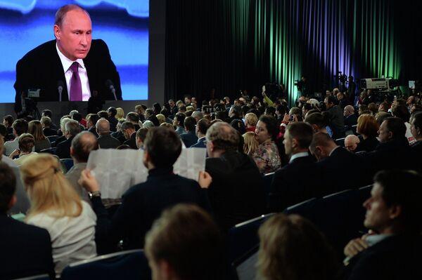 Десятая ежегодная большая пресс-конференция президента России Владимира Путина - Sputnik Таджикистан
