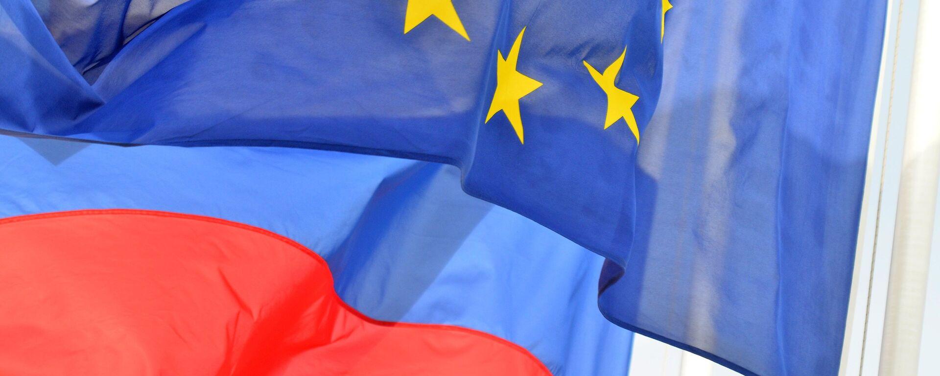 Флаги России и ЕС. Архивное фото - Sputnik Таджикистан, 1920, 03.06.2021